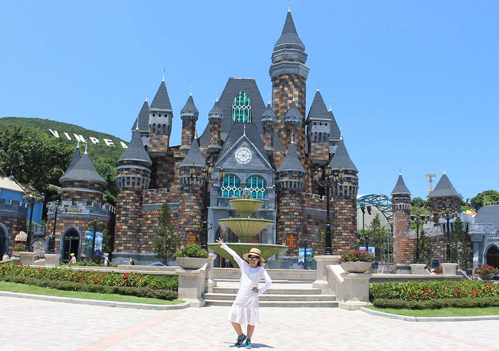 An rakumo's girl checked-in at Vinpearl Land.
